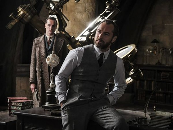 fantastic-beasts-the-crimes-of-grindelwald-jude-law-600x451