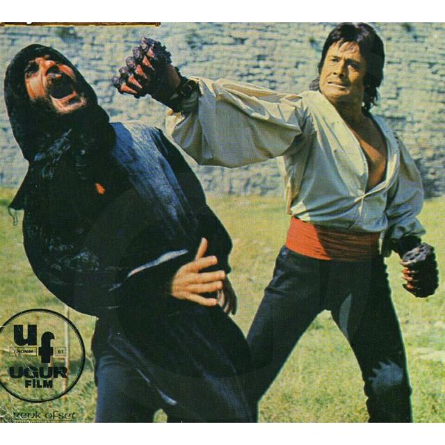 Cuneyt-Arkinin-Turk-sinemasina-kazandirdigi-yaklasik-400-filmden-birisi-olan-Kilic-Aslan-uluslar-