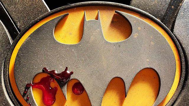 The-Flash-Andy-Muschietti-Bat-Symbol-Instagram-06-04-21-Featured-01